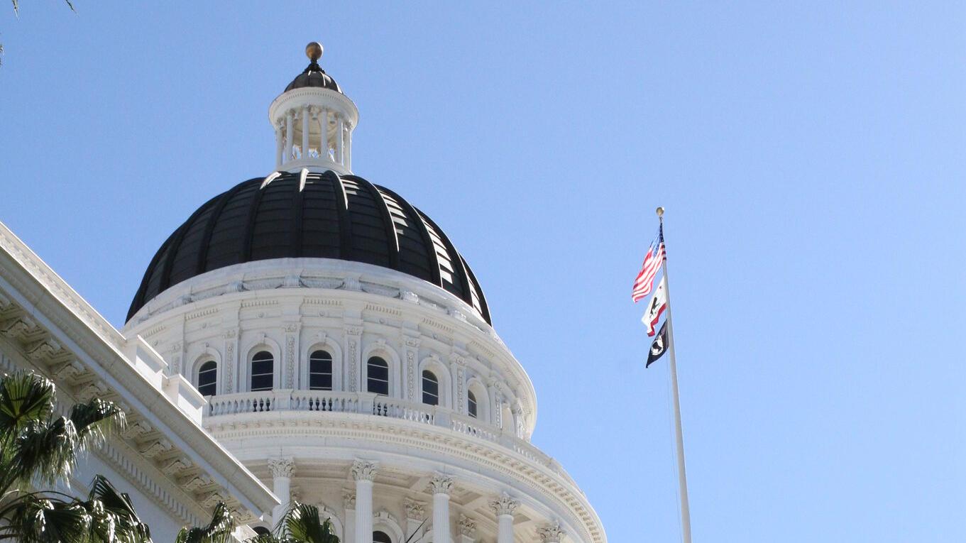 exterior of capital building in Sacramento